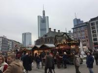 Dazwischen ein schöner Weihnachtsmarkt.