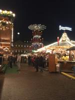 Ein friedlicher Weihnachtsmarkt.